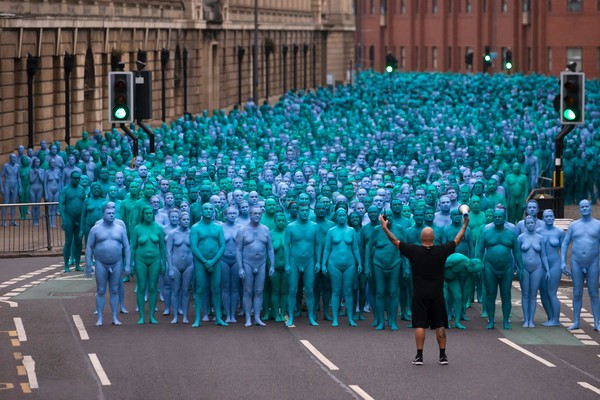Spencer+Tunick+Sea+Hull+installation+Kingston+M18_6rlIlcWl